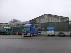 Industriehalle vor der Reinigung
