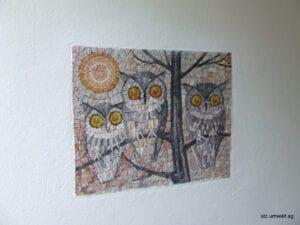 Mosaik aus Naturstein mit drei Eulen Baum und Sonne
