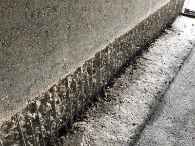 Perfekter Betonabtrag eine gerade Linie und exakte Tiefe
