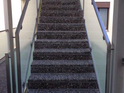 Treppe mit Versinterungen vorher